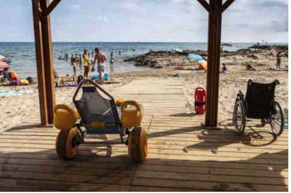 Calp establece un sistema de cita previa para hacer uso de las playas adaptadas