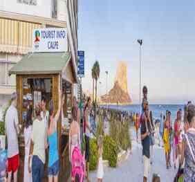 Calp refuerza la atención turística en verano con dos puntos de información